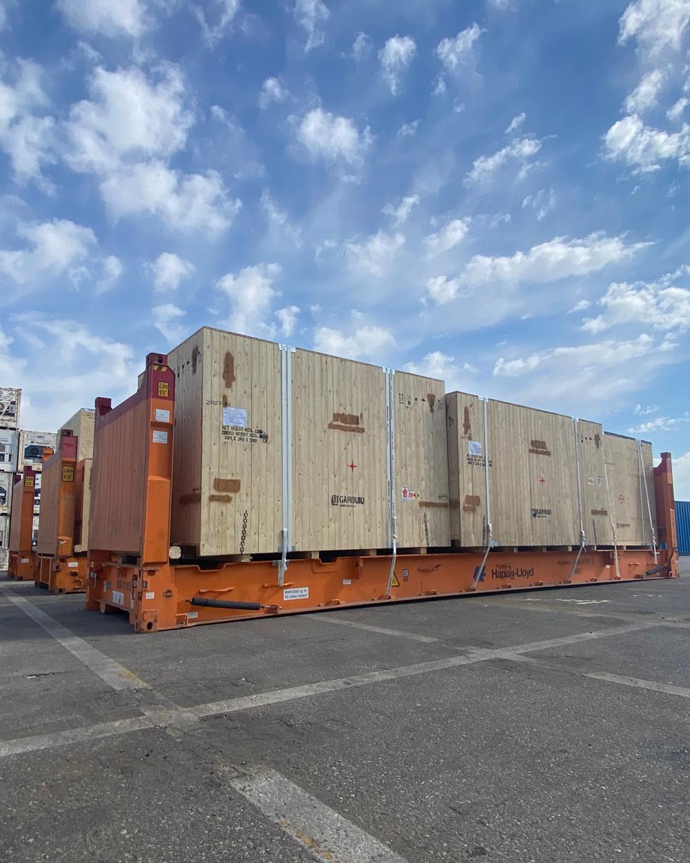 rizzaggio dei container al porto di Venezia